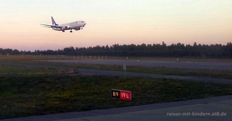 Fliegen mit Kleinkindern und Säuglingen - Vom Start bis zur Landung bleibt ein Flug für Kinder ein Abenteuer