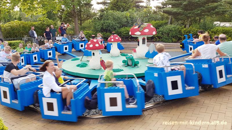 Im Legoland gibt es auch Fahrgeschäfte