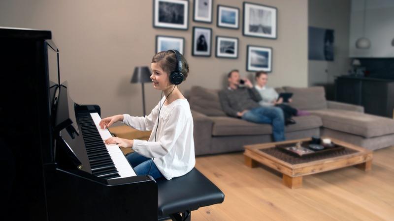 Ein Digital Piano bietet einen perfekten Einstieg in die Musik für Kinder.